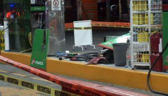 Foto: Debido al impacto 4 bombas de gasolina resultaron afectadas por el taxi, el 13 de abril de 2019 (Noticieros Televisa)