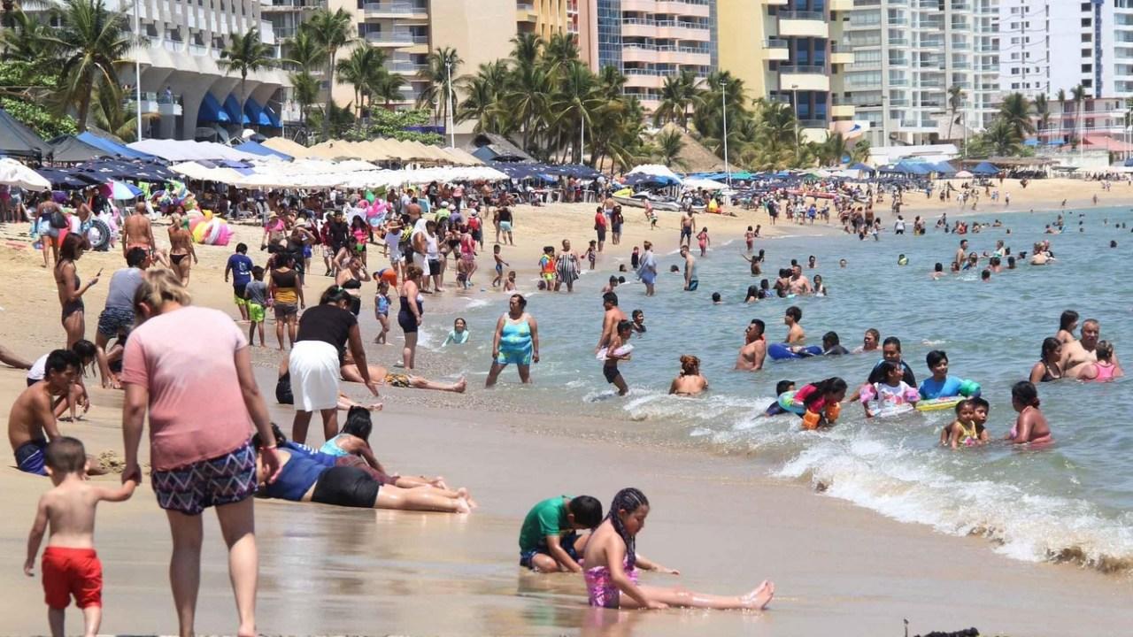 Foto: Turistas en el puerto de Acapulco, Guerrero, 31 de marzo 2019. Twitter @PoliturAcapulco