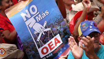 Foto: Los partidarios del presidente de Venezuela, Nicolás Maduro, participan en un mitin contra la Organización de los Estados Americanos en Caracas, el 27 de abril de 2019 (Reuters)