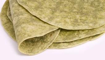 Tortilla de maíz con nopal, opción rica y saludable