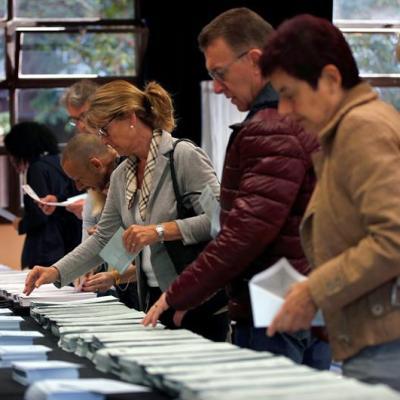 Partido Popular Europeo gana elecciones marcadas por auge de liberales y Verdes