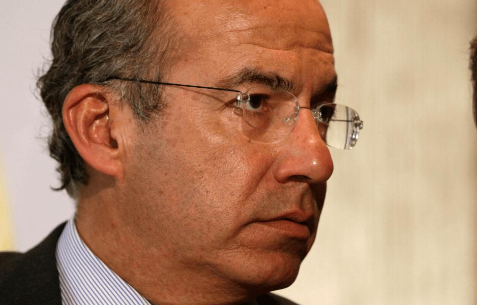 FOTO AMLO difunde carta donde Felipe Calderón pide no quitarle seguridad (AP 9 abril 2015)