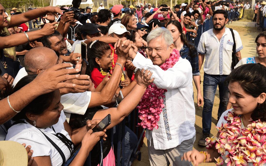 Foto: López Obrador durante una gira por Oaxaca, 28 de abril de 2019, México