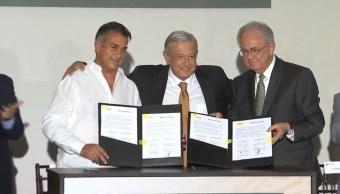 Foto: El presidente de México, Andrés Manuel López Obrador, llegó a Nuevo León para certificar la firma de un convenio de cesión de hectáreas, 16 mayo 2019