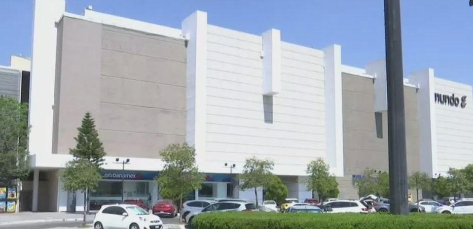 Foto: Se registra un asalto con violencia contra un joven dentro de un centro comercial de Santa Mónica, municipio Tlalnepantla del Estado de México 9 mayo 2019