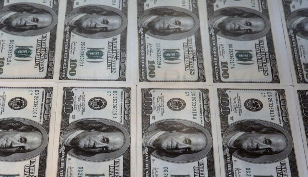Foto: Billetes de 100 dólares estadounidenses, mayo 21 de 2019 (Getty Images)
