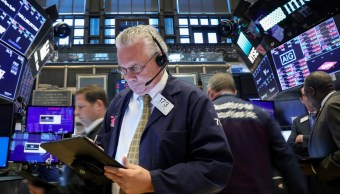 Foto: Los comerciantes trabajan en el piso de la NYSE en Nueva York, mayo 20 de 2019 (Reuters)