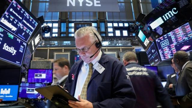 Foto: Los comerciantes trabajan en el piso de la Bolsa de Nueva York (NYSE) en Nueva York, Estados Unidos, 20 de mayo de 2019 (Reuters)