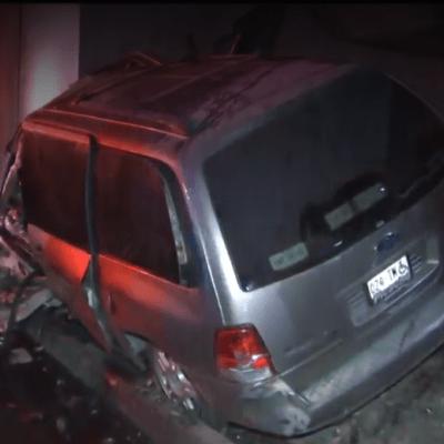 Rescatan a hombre tras choque e incendio de camioneta en CDMX