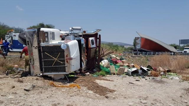 Foto: accidente en carretera Cuacnopalan-Oaxaca, en Tehuacán, Puebla, 1 de mayo 2019. Twitter @NoticiasTribuna