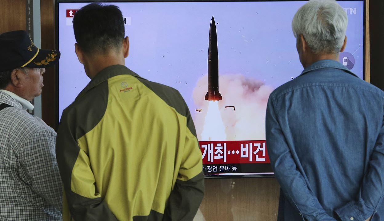 fOTO: Corea del Norte dispara dos misiles balísticos de corto alcance, 9 mayo 2019