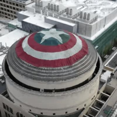 Video: Cubren la cúpula del MIT con escudo del Capitán América