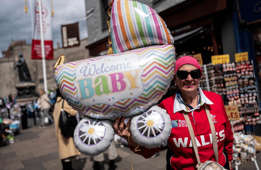 Foto: Globo con leyenda de bienvenida al bebé de Meghan y Enrique. 6 de mayo de 2019