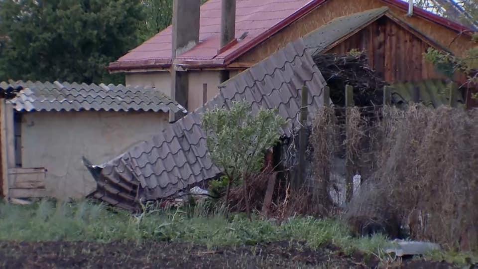foto daños en casas por tornado en rumania 30 abril 2019