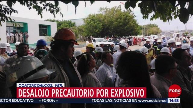 FOTO: Desalojan el complejo petroquímico Pajaritos