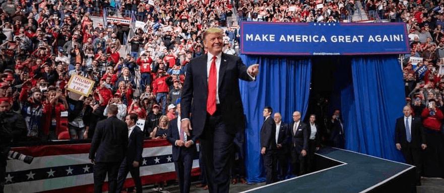 Foto: Donald Trump con simpatizantes, 27 de abril