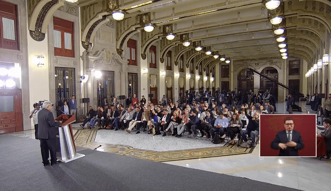 Foto: El presidente López Obrador responde a periodistas en Palacio Nacional, 24 de mayo de 2019, Ciudad de México