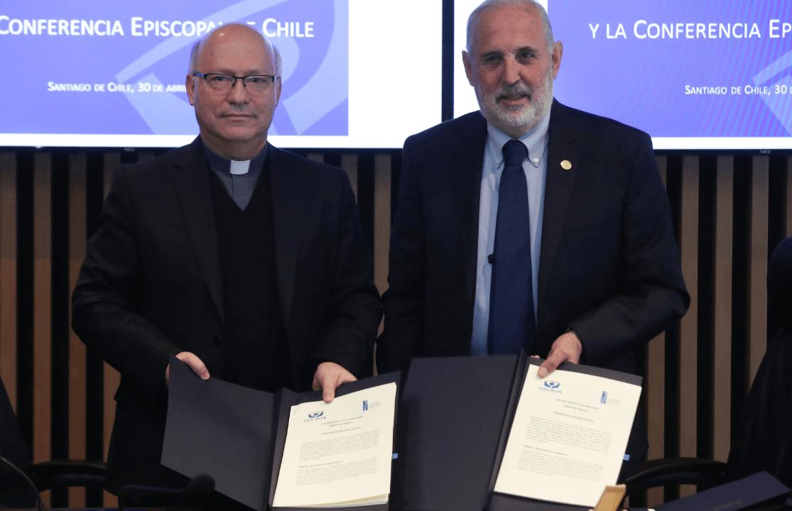 Foto: El secretario general de la Conferencia Episcopal, el obispo Fernando Ramos, y el fiscal nacional, Jorge Abbott. 30 de abril de 2019, Chile
