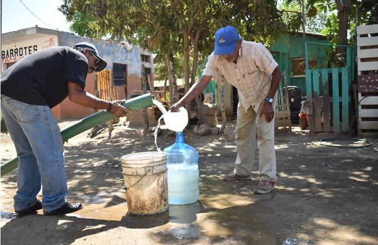 Foto: distribución de agua potable en Mazatlán, 20 de mayo 2019. Facebook-Jumapam