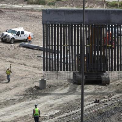 Cazamigrantes construyen muro en la frontera México Estados Unidos