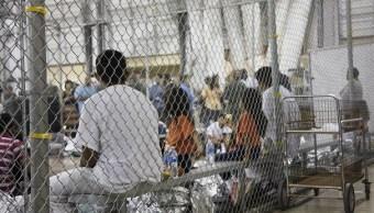 Foto: Familias de migrantes detenidas en un centro en McAllen, Texas, EEUU. El 17 de junio de 2018