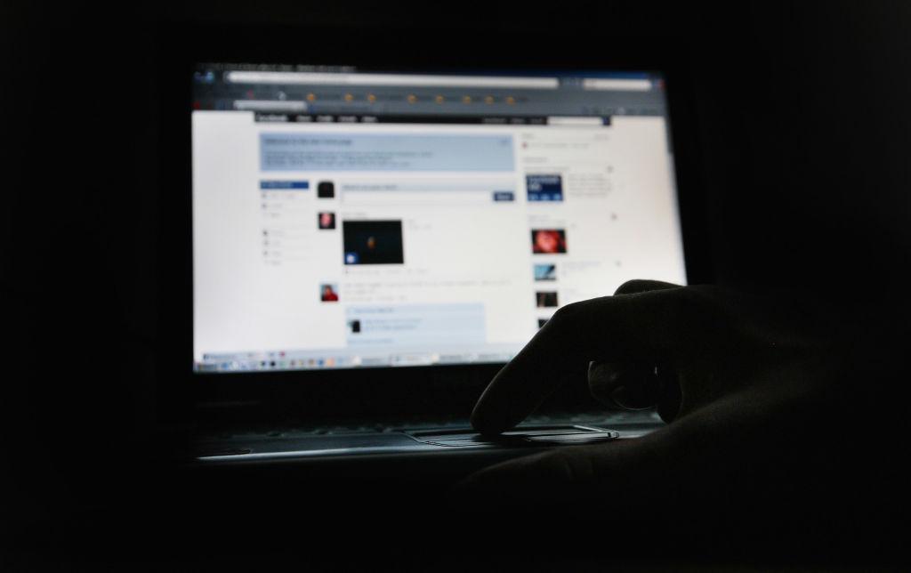 Foto: La página de Facebook se muestra en la pantalla de una computadora. El 25 de marzo de 2009