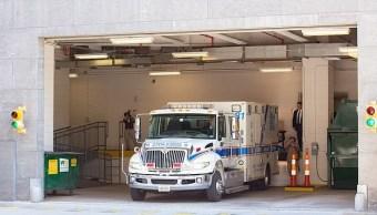 Foto: Una ambulancia trasladó al hombre de 410 kilos a la zona de carga de un tribunal de Virginia, EEUU. El 21 de mayo de 2019