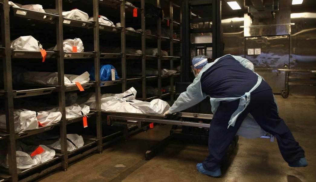 Foto: Trabajadores forenses intentan identificar restos de inmigrantes. El 9 de diciembre de 2019