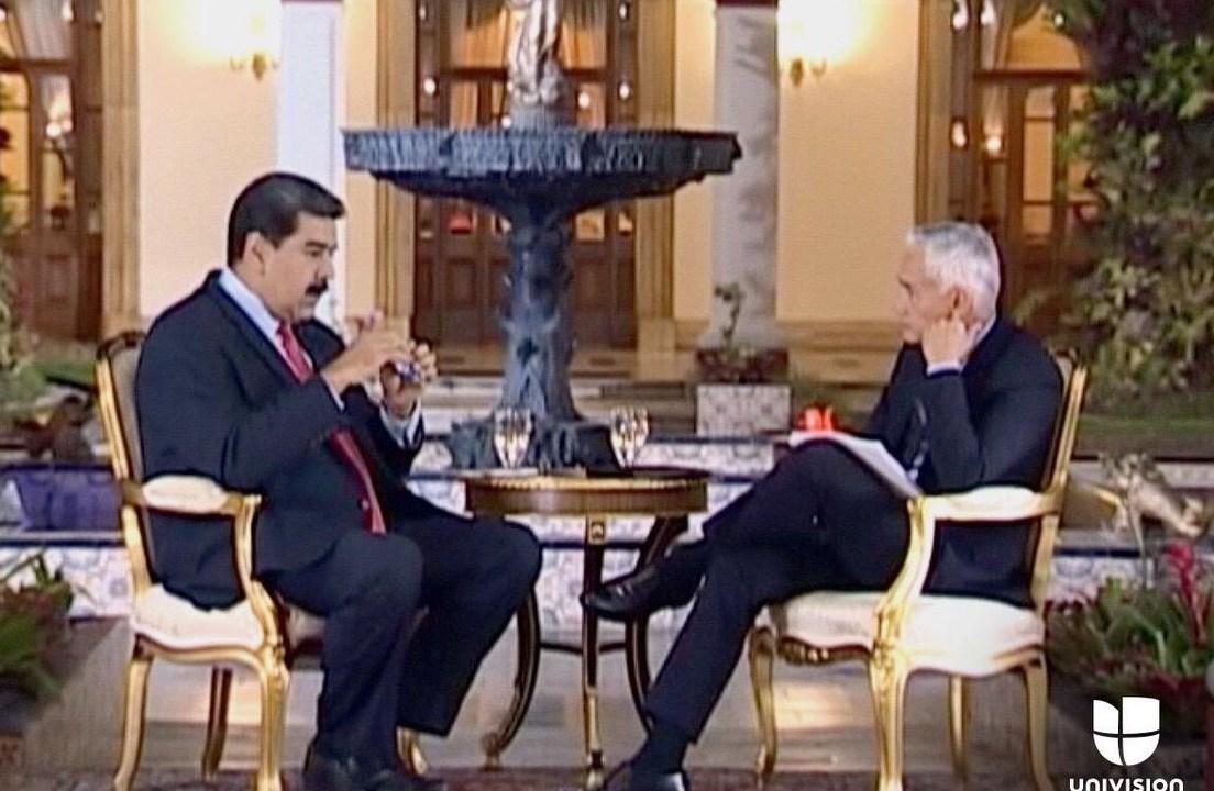 Foto: El presidente Nicolás Maduro habla con el periodista Jorge Ramos en el Palacio de Miraflores en Caracas, Venezuela. El 24 de febrero de 2019