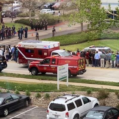 Muere estudiante tras tiroteo en escuela de Colorado; hay 7 heridos