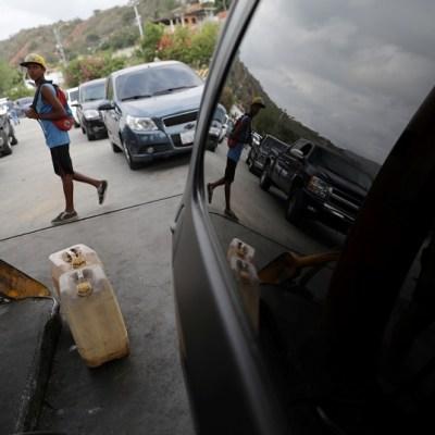 Venezuela, sin clases ni dinero por falta de gasolina