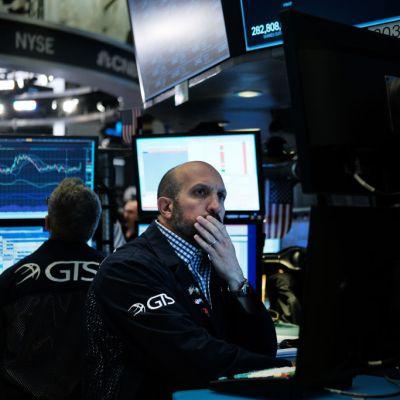 Cae Wall Street tras anuncio de aranceles a México