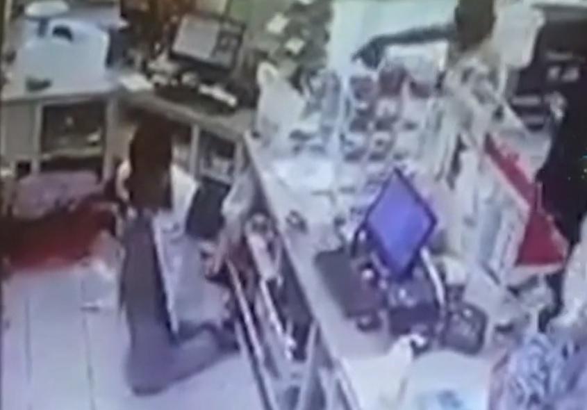 A sangre fría, asesinan a menor que trabajaba de cajero en Manzanillo, Colima