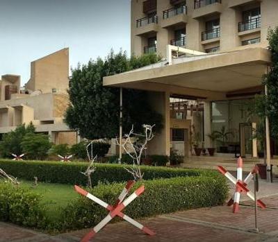 Hombres armados atacan un hotel de lujo en Pakistán; cuatro muertos