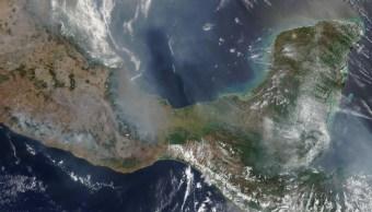 Foto: Vista del Golfo de México, Guerrero, Oaxaca y Chiapas con gran cantidad de humo generado por incendios forestales, mayo 11 de 2019 (Imagen: @metmex)