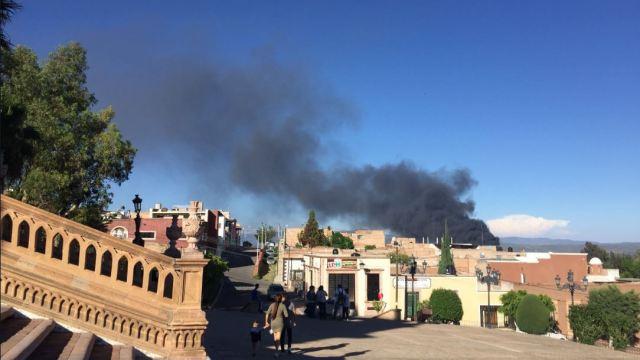 Combaten incendio forestal en Lagos de Moreno, Jalisco