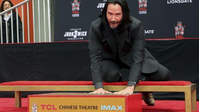 Foto: El actor canadiense Keanu Reeves inmortalizó sus huellas y firma en el célebre Paseo de la Fama de Hollywood, 15 mayo 2019