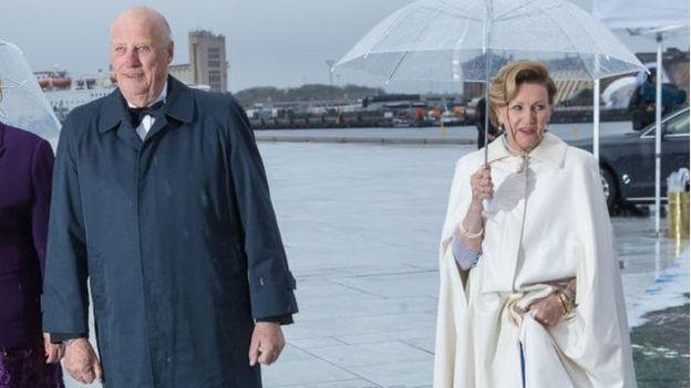 Los reyes Harald y Sonia son los actuales monarcas de Noruega. Erna Solberg ocupa actualmente el puesto de primera ministra (GettyImages)