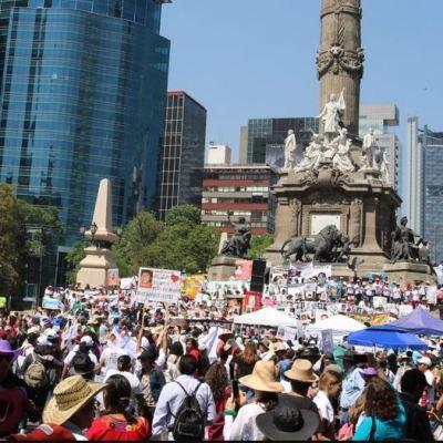 Madres de desaparecidos marchan en la Ciudad de México