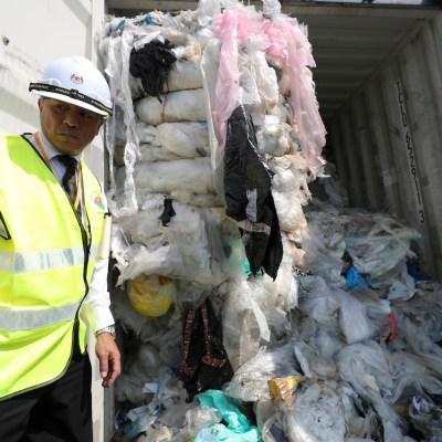 Malasia devuelve 3 mil toneladas de basura plástica a países como Estados Unidos