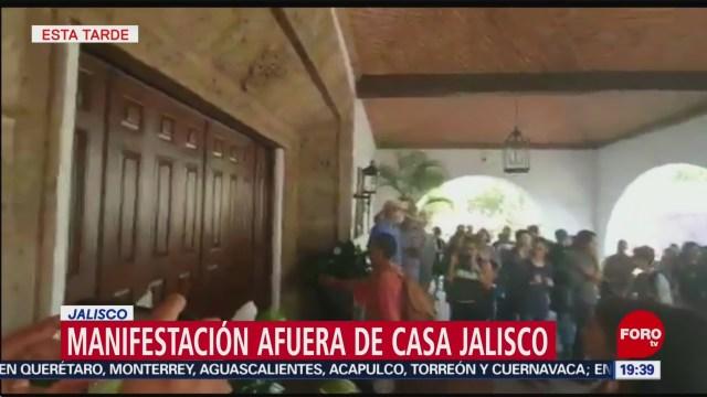 Foto: Manifestación afuera de casa Jalisco por desaparición de dos jóvenes