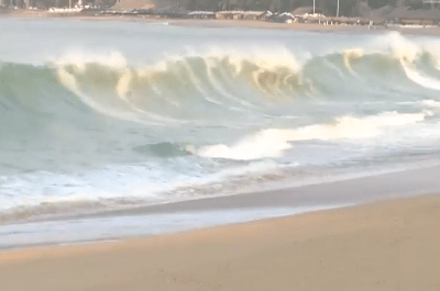 Mar de fondo desata olas de 4 metros en Acapulco