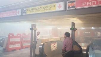 Desalojan la estación del Metro Balderas por intensa nube de humo, 24 mayo 2019