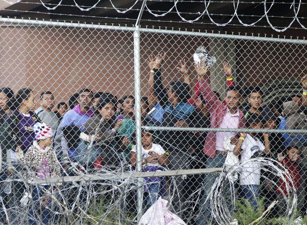 Foto : Los migrantes centroamericanos en el centro de detención en El Paso, Texas, 11 mayo 2019
