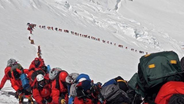 Foto: Se registra una afluencia histórica de alpinistas que buscan alcanzar la cima del Monte Everest, 25 mayo 2019