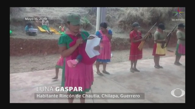 Foto: Mujeres armadas piden ayuda a las autoridades