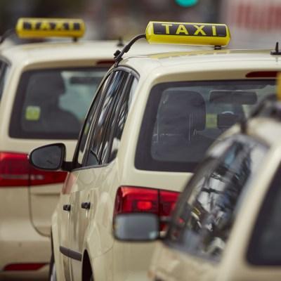 Padres olvidaron a su bebé recién nacido en un taxi