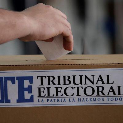 Panameños acuden a las urnas para elegir a su nuevo presidente