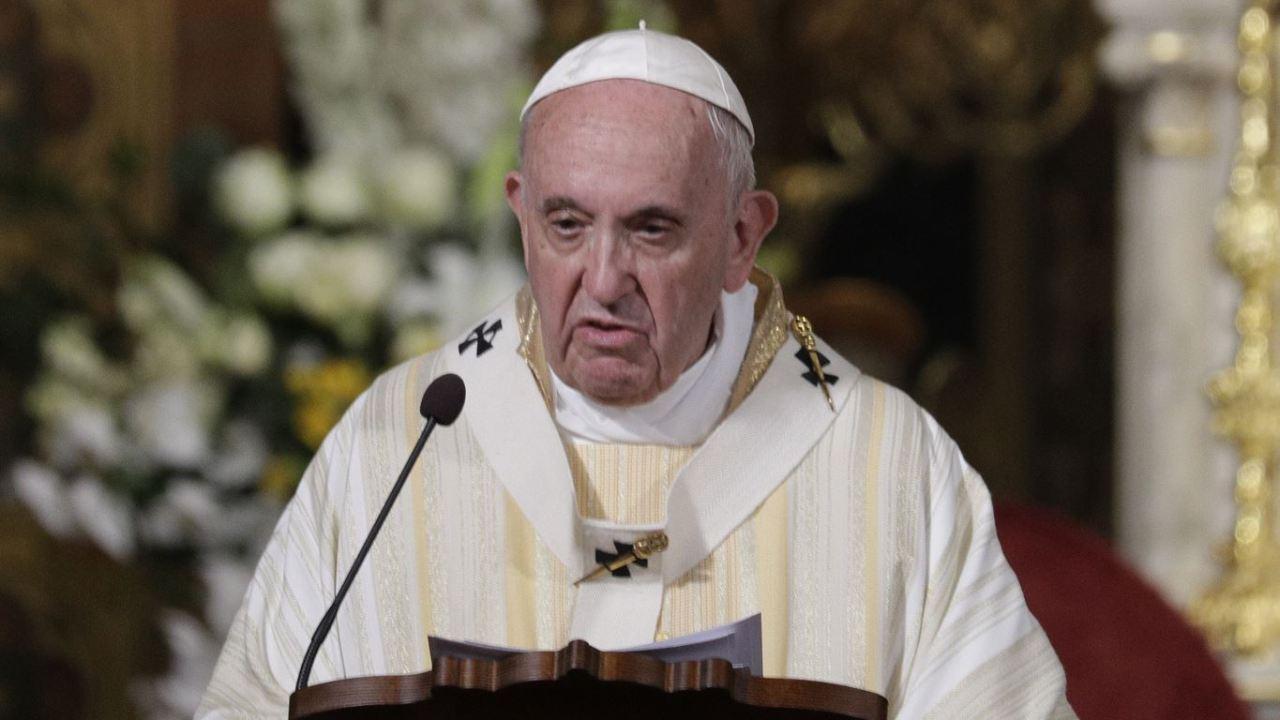 Foto: El papa Francisco celebra misa en la catedral católica de San José, en Bucarest, Rumania, 31 mayo 209