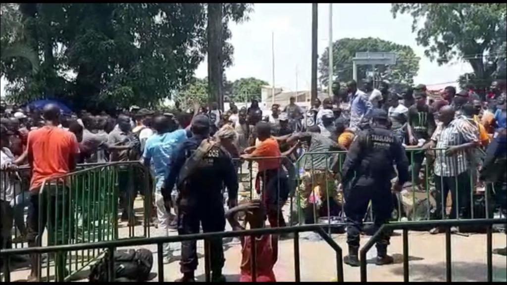 Foto: pelea de migrantes en Tapachula, 23 de mayo 2019. Twitter @juanelo_28